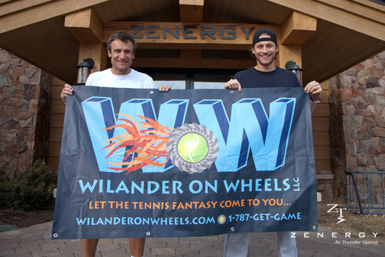 Wilander WOW Zenergy holding sign